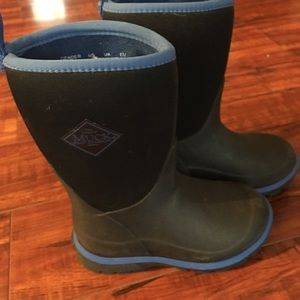 Shoes - Kids size 10 muck boots